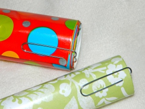 Tip to keep wrapping paper from unraveling using paper clips