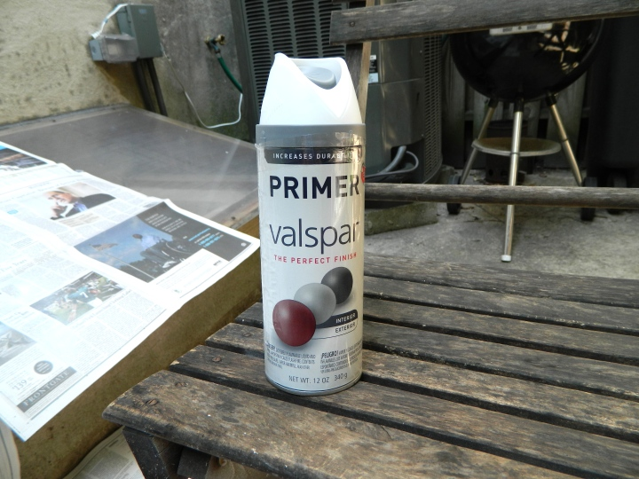 DIY-updating-outside-furniture-valspar-primer
