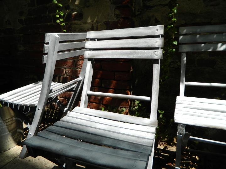 DIY-updating-outside-furniture-four-primed-chairs